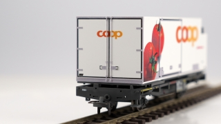 BEMO 2269 120 - RhB Lb-v 7881 Containertragwagen 2-achsig, grau - Beladung Container coop Y 11604 Tomate
